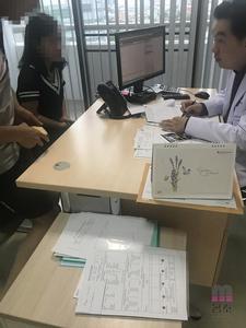 客户正在与专家进行沟通,了解治疗过程! (请点击图片)